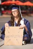 Graduado joven parado imagenes de archivo