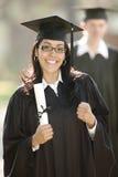 Graduado latino de la mujer fotografía de archivo