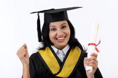 Graduado novo bem sucedido da fêmea fotos de stock royalty free