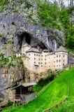 Graduado Predjama em Eslovênia Foto de Stock Royalty Free