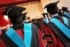 Graduados de la universidad imagen de archivo