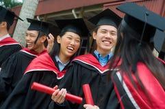 Graduados de la universidad Foto de archivo libre de regalías