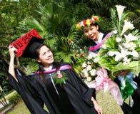Graduados de la universidad Imágenes de archivo libres de regalías