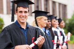Graduados de universidad alegres foto de archivo