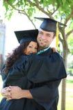 Graduados del hombre y de la mujer imagen de archivo libre de regalías