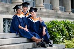 Graduados jovenes Foto de archivo libre de regalías