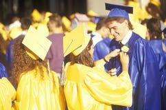 Graduados jovenes del americano Foto de archivo