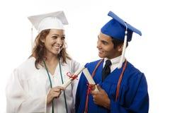 Graduados masculinos e fêmeas da faculdade Foto de Stock Royalty Free