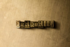 GRADUALMENTE - el primer del vintage sucio compuso tipo de palabra en el contexto del metal Foto de archivo libre de regalías