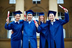 Graduates with certificates Royalty Free Stock Images