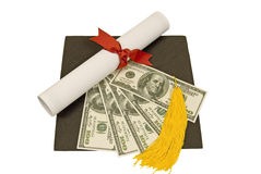 Graduatiehoed met Geld op Bovenkant Royalty-vrije Stock Afbeeldingen