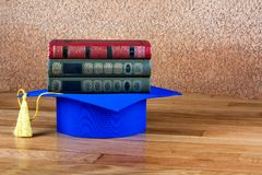 Graduation mortarboard on top of stack of books Royalty Free Stock Photography