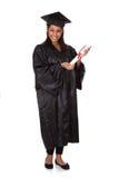 Graduierte Frau, die Zertifikat anhält Lizenzfreie Stockfotos