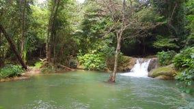 Graenggravia-Wasserfall, Sangkhlaburi-Bezirk, Kanchanaburi-Provinz Thailand stock video