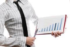Graf för statistik för affärskvinna hållande Arkivfoto
