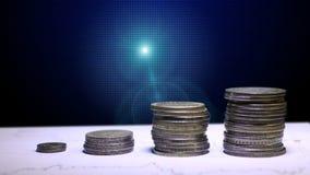 Graf och rader av mynt för finans och affärsidé arkivfilmer