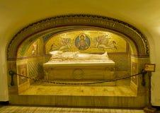 Graf van Pius XI in de grotten van Vatikaan stock afbeelding