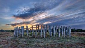 Graf van vroege bronstijd op heide bij dageraad, Nederland wordt gedateerd dat stock afbeeldingen