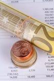 Grafdiagramledning med euro och mynt Royaltyfria Foton