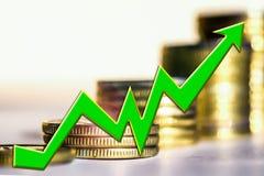 Grafen av tillväxt mot bakgrunden av pengarna arkivbilder