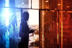 Grafer och diagram för dubbel exponering finansiella Affärs-, nationalekonomi- och investeringbegrepp arkivfoton