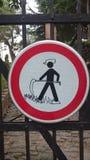 Graffit drôle sur le poteau de signalisation Images libres de droits