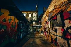 Graffiti aleja przy nocą, w moda okręgu Toronto, Ont obrazy royalty free