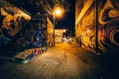 Graffiti aleja przy nocą, w moda okręgu Toronto, Ont obraz royalty free
