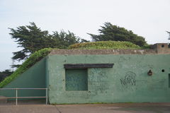 Graffiti auf altem Militärmittel, Marin Headlands Park, Kalifornien Stockbilder