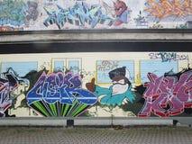 Graffiti auf der Wand in Berlin Lizenzfreie Stockfotografie
