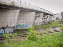 Graffiti auf Dundas-Straßen-Brücke, Toronto, Kanada Lizenzfreie Stockfotografie