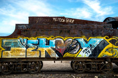 Graffiti auf einem Verzicht-Zug Boliviens im Zug-Kirchhof stockbild