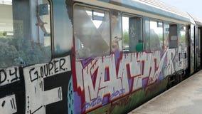 Graffiti auf einem Zugwagen in Griechenland lizenzfreie stockbilder