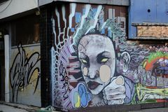 Graffiti auf einer Wand, die ein menschliches Gesicht zeigt stockfotografie