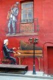 Graffiti auf Wand des Hauspianisten, Saxophonist, rotes Yard, Minsk, Weißrussland Stockbild