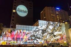 Graffiti aufgezeichnet während der weißen Nacht Stockfotografie