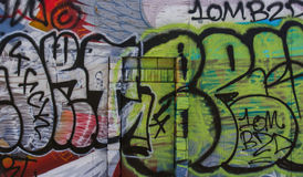 Graffiti bedeckten Wand Stockfoto