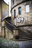Graffiti bij de oude bouw Royalty-vrije Stock Foto's