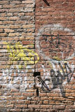 graffiti ceglana ściana