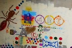 Graffiti celebrati in città d'argento nanometro fotografia stock libera da diritti