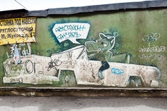 Graffiti with crocodile in the car on old green concrete wall Royalty Free Stock Photos