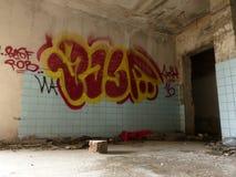 Graffiti dans une construction abandonnée Photographie stock
