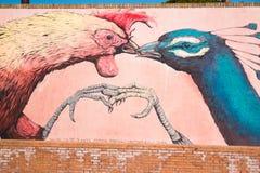 Graffiti de coq et de paon sur le mur à Rimini Images libres de droits