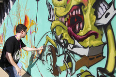 Graffiti de peintres pendant la rue Art Festival Thess Photo libre de droits