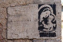 Graffiti de religion de Madonna avec l'enfant sur le mur, Rome Photo libre de droits