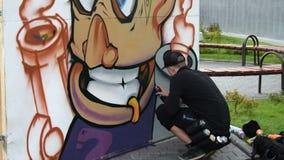 Graffiti in de straat stock videobeelden