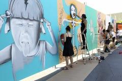 Graffiti dei pittori nel corso della via Art Festival Thess Immagine Stock