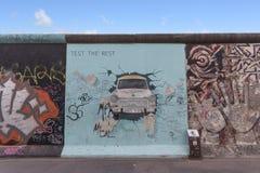 Graffiti della galleria lato est/del muro di Berlino immagini stock