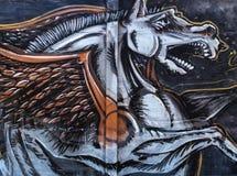 Graffiti della via sul cavallo di volo pubblico della parete Pegaso Novi Serbia triste 08 14 2010 Immagine Stock Libera da Diritti