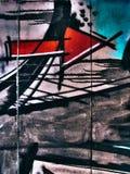 Graffiti della via sulla freccia pubblica dell'estratto della parete che indica giusto concetto Novi Serbia triste 08 14 2010 Immagine Stock